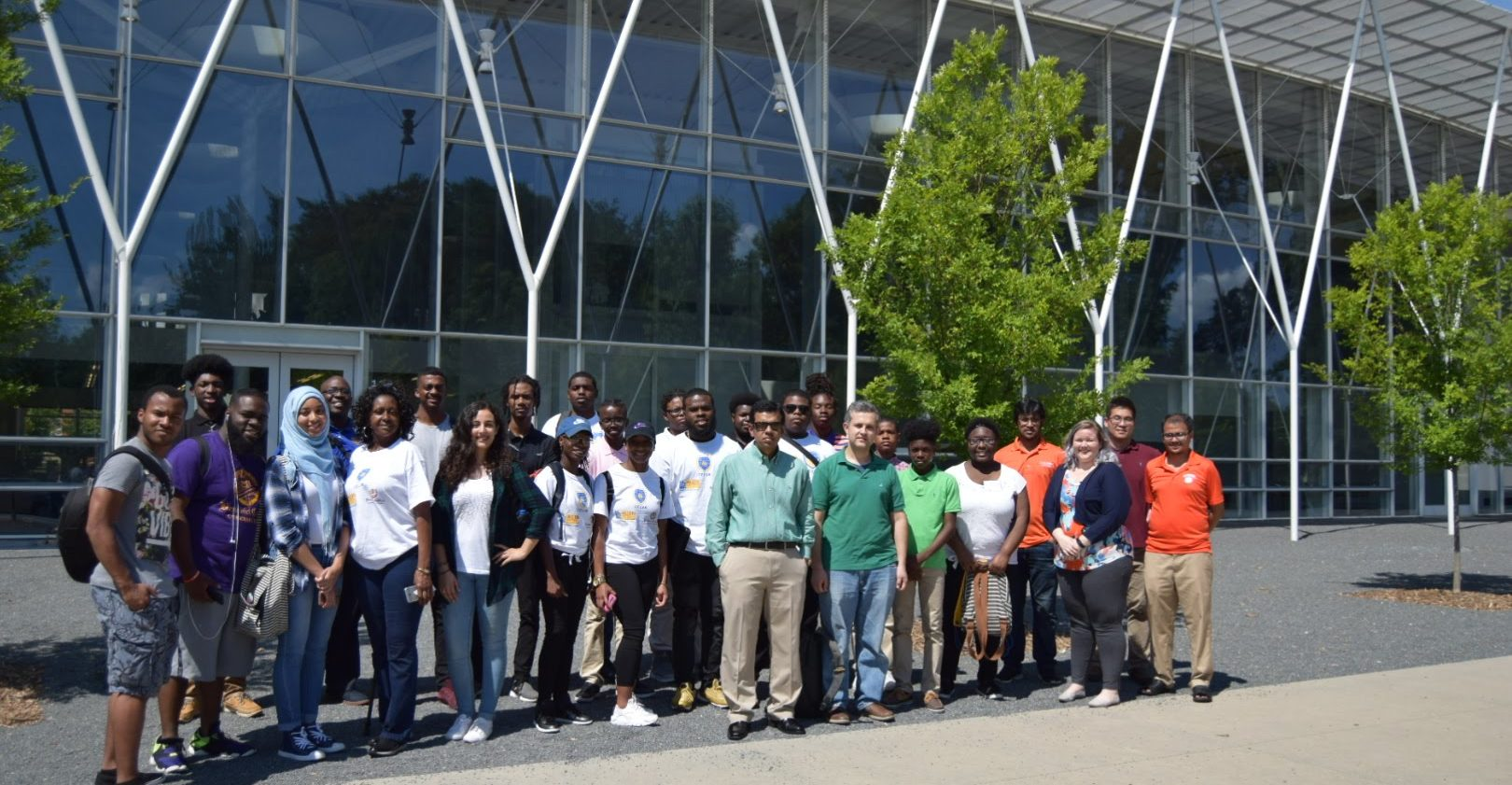 C²M² representatives with all of the STI students in front of the Engineering Inovation Building